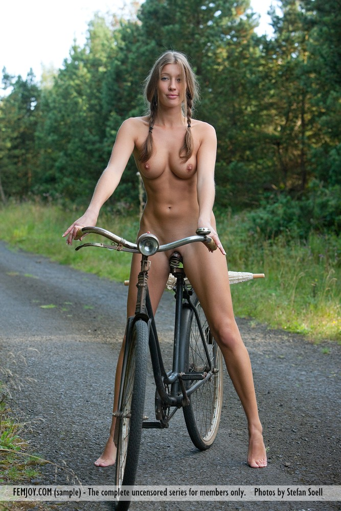 Bike ride nackte girls naked