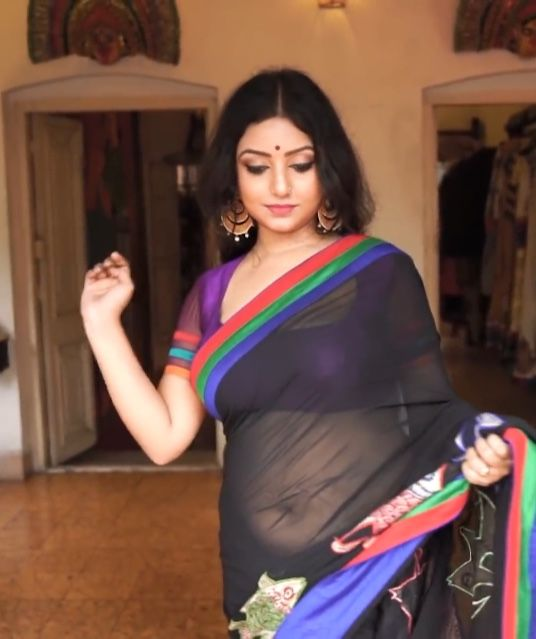 Hot saree bauchnabel aunties indian sexy