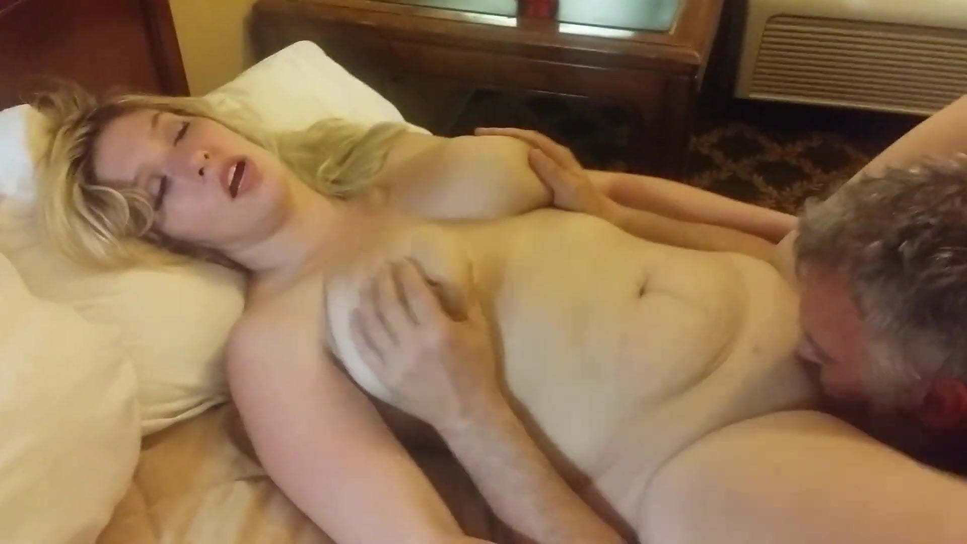 Pussy girl zeigt real amateur